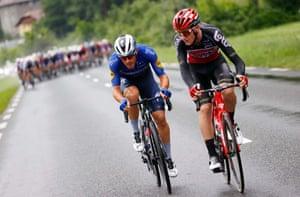 Davide Ballerini and Harry Sweeny lead the early break away.
