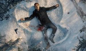 Tim Roth spreadeagled on snow, blood on him and the snow and a gun a few feet away