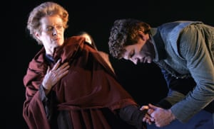 William Houston as Coriolanus with Janet Suzman as his mother, Volumnia, in a 2007 RSC production.