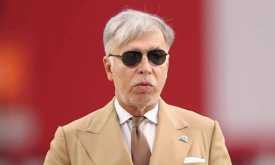 The Arsenal owner Stan Kroenke watches his LA Rams warm up before the NFL game against the Arizona Cardinals at the University of Phoenix Stadium on 3 December 2017 in Glendale, Arizona