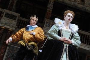 Mark Rylance as Richard III, Samuel Barnett as Queen Elizabeth, in Richard III at The Globe Theatre, 2012
