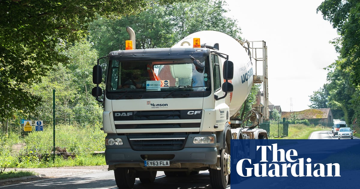 Lorry driver shortage: strike threat at two firms increases supply chain fears