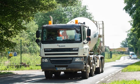 A Hanson cement lorry on the A413.