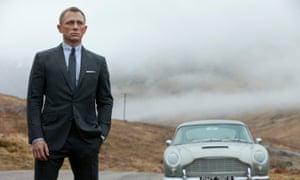 Daniel Craig's James Bond wears a Tom Ford suit in Skyfall (2012).
