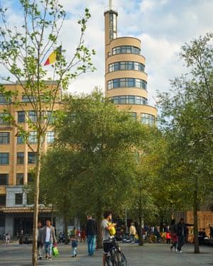 Art deco city: Place Eugène Flagey.