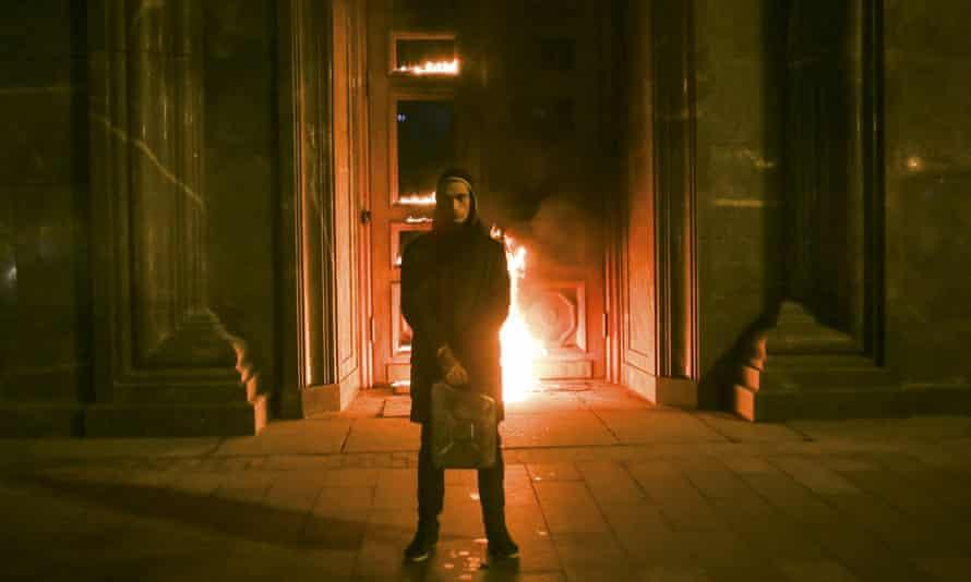 Pavlensky in front of the Lubyanka doors.