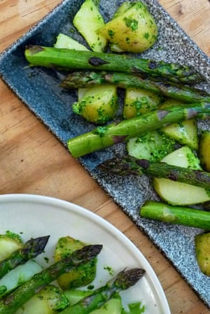Grilled asparagus and new potatoes with wild garlic pesto