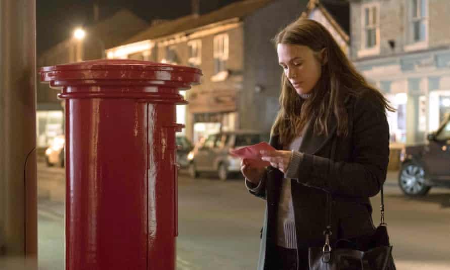 Keira Knightley as Katharine Gun in Official Secrets.