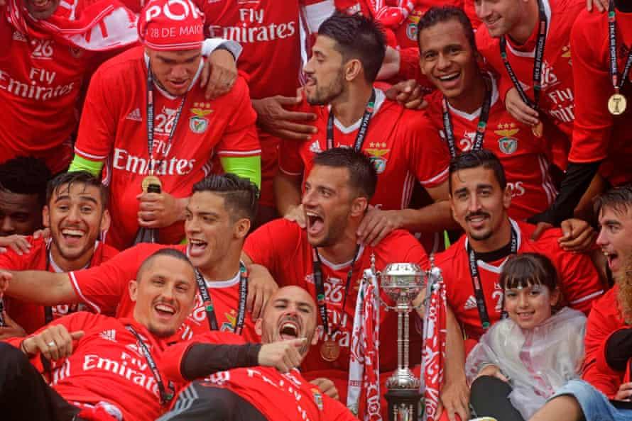 Benfica players celebrate their cup victory against Vitoria SC.