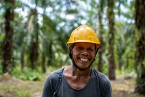 Plantation worker Dale Bacho