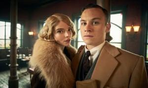 Michael Gray (Finn Cole) and Gina Gray (Anya Taylor-Joy).