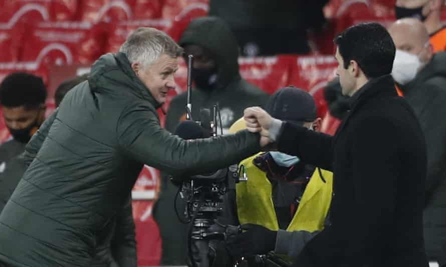 Ole Gunnar Solskjær bumps fists with Mikel Arteta after Manchester United's 0-0 draw at Arsenal