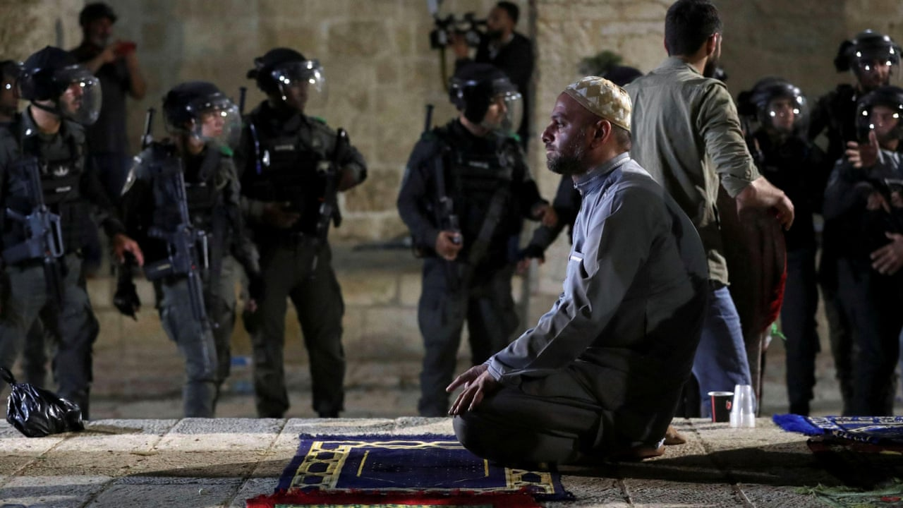 Israeli police clash with Palestinians at al-Aqsa mosque – video | World news | The Guardian