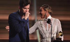 Beyonce presesnting the award for the Record of the Year, Uptown Funk, to Mark Ronson during the 2016 Grammy music awards