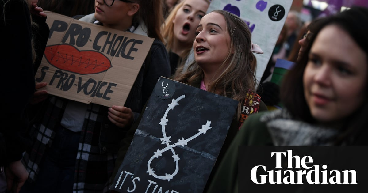 Pro-choice campaign calls 40,000 Irish expats home for abortion vote |  World news | The Guardian