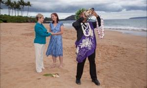 Annie et Helen Marshall-Cole le jour de leur mariage à Maui, Hawaï.