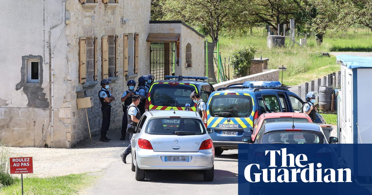 Police hunt heavily armed former soldier in south-west France