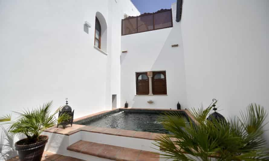 alberca patio and pool