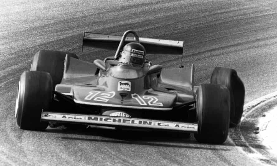 Gilles Villeneuve driving back to the pits at the 1979 Dutch Grand Prix after his rear-left tyre had exploded