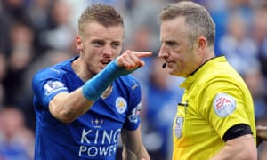 Jamie Vardy shouts at the referee Jon Moss after being sent off