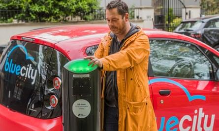 Man charging a Bluecity electric car