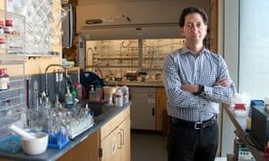 Kevan Shokat in his lab at UCSF's Genentech Hall.