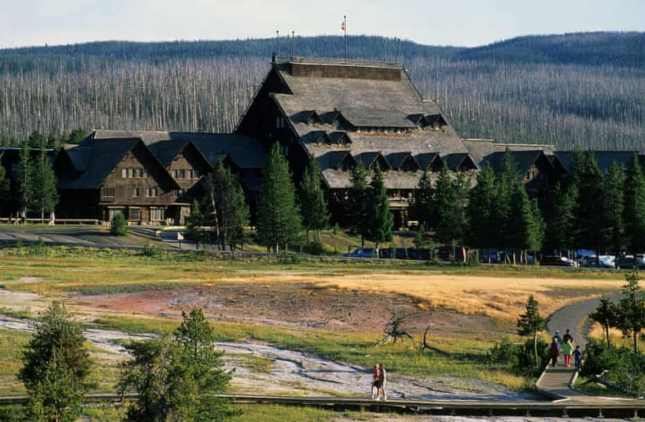 Old Faithful Inn, exterior.