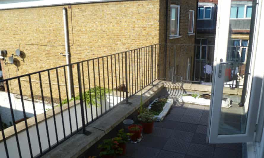 Elizabeth's flat in London