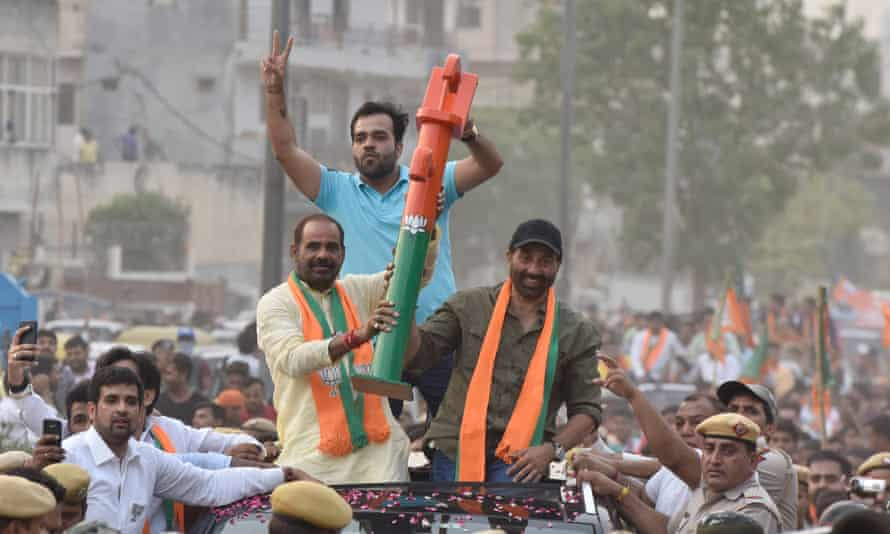 Armed and dangerous … Sunny Deol campaigning with his tube-well weapon.