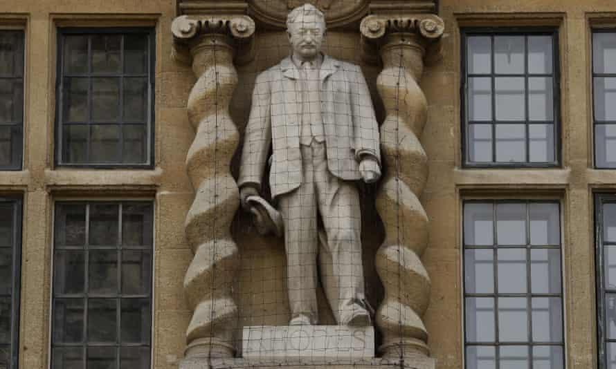Statuia lui Cecil Rhodes de la Colegiul Oriel.