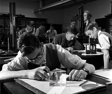 Manchester grammar school pupils in a physics lesson, 1950