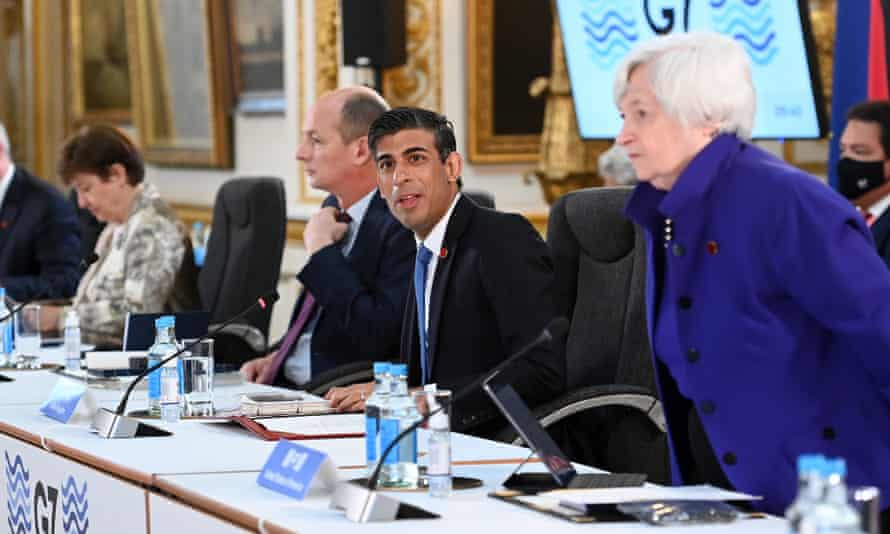 Caught in the middle? Rishi Sunak at the G7 finance ministers' meeting in London.