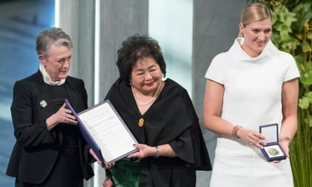 Hiroshima survivor Setsuko Thurlow (centre) and Beatrice Fihn (right), executive director International Campaign to Abolish Nuclear Weapons (ICAN), receive the Nobel Peace Prize 2017 award from Berit Reiss-Andersen.