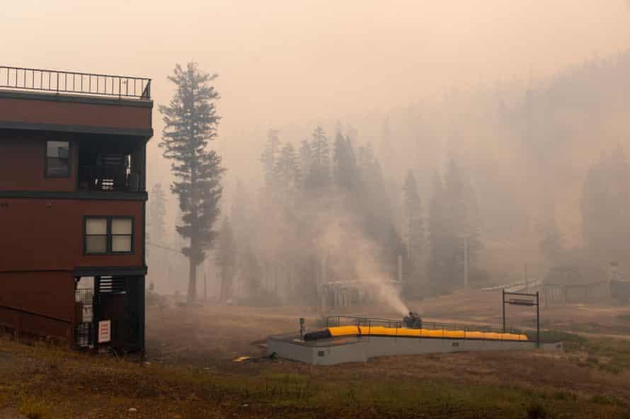 Das Skigebiet Sierra at Tahoe bleibt nach dem Brand in Caldor stehen.