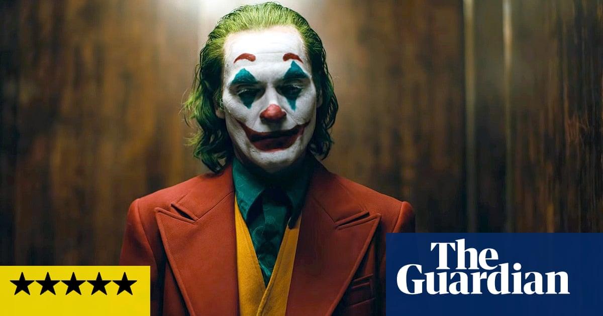 Halloween Joker Card.Joker Review Joaquin Phoenix S Villain Has Last Laugh In Twisted