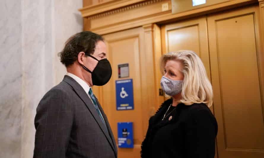 Jamie Raskin speaking to Republican congresswoman Liz Cheney in the US Capitol
