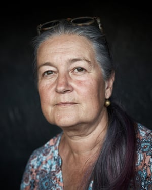 A women with long grey hair