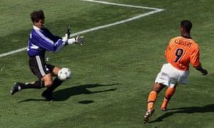 Patrick Kluivert slots the ball past Argentina's goalkeeper Carlos Roa to give Netherlands the lead.