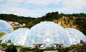 Las cúpulas geodésicas calentadas que aparecen en los bares pueden estar más inspiradas por el Proyecto Edén en Cornualles que la variedad Inuit.