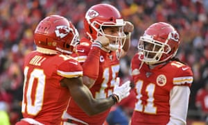 Patrick Mahomes (15) celebrates with Tyreek Hill (10) and Demarcus Robinson after running for a touchdown during the first half