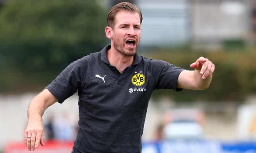 Jan Siewert was previously in charge of Borussia Dortmund's reserve side.