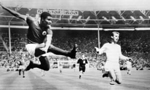 Eusébio puts Benfica 1-0 up at Wembley in the 1963 European Cup final against Milan