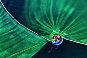 Dance in the Sea by Le Van Vinh, Vietnam