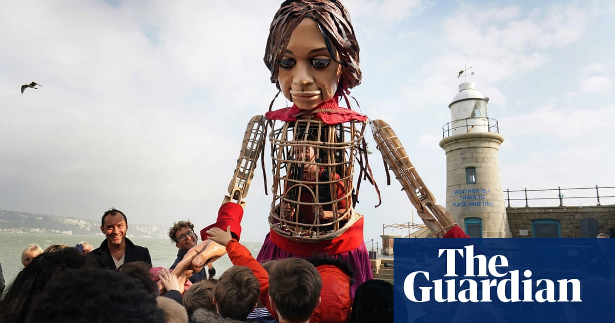 Little Amal in Britain: giant puppet of Syrian refugee reaches Folkestone – video
