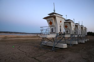 Granite Bay, US. Lifeguard stands are parked on the dry bed of Folsom Lake in California. The state governor, Gavin Newsom, has declared a drought emergency in 41 of California's 58 counties
