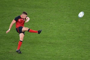 Owen Farrell finds his range.