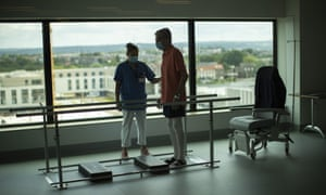 A patient in a physical rehabilitation ward for COVID-19 patients