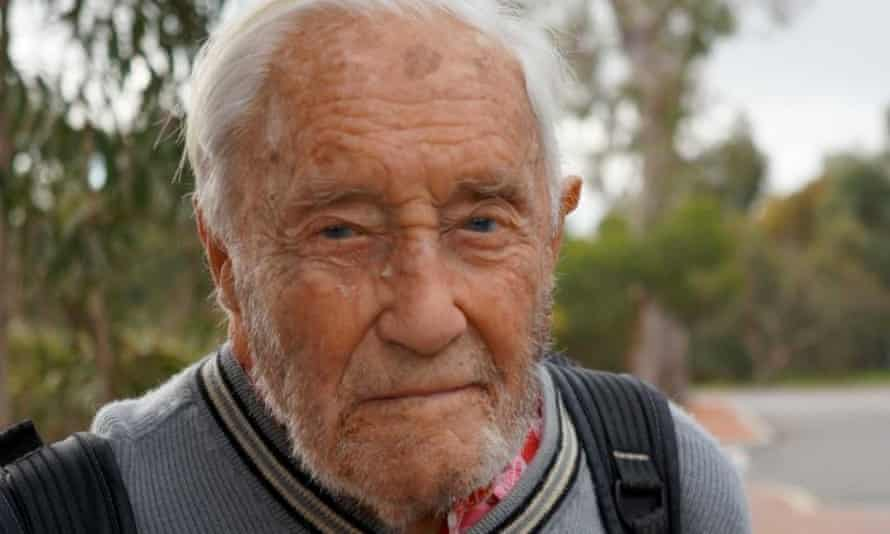 Australia's oldest scientist, 102-year-old Dr David Goodall, will again be allowed to work from Edith Cowan University after it reversed an earlier decision.
