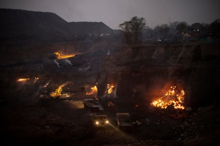 Fires on Rajapur coal mine are encroaching on Bastakloa village