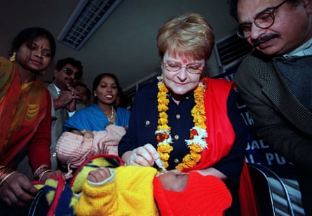 WHO director-general Gro Harlem Brundtland (centre) gives polio immunisation to a young boy in New Delhi in January 2000.